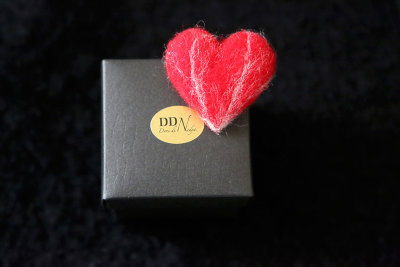 Heart wool pin