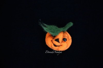 Needle felted brooch pumpkin
