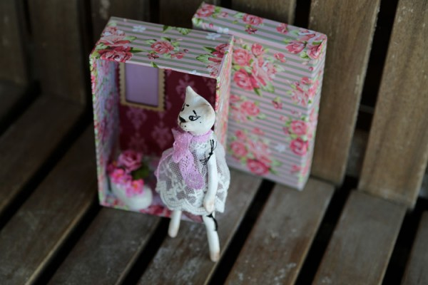 OOAK doll cat with roombox