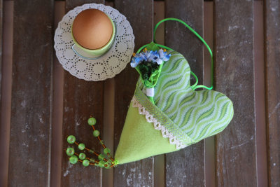 Fabric heart with pocket and flowers