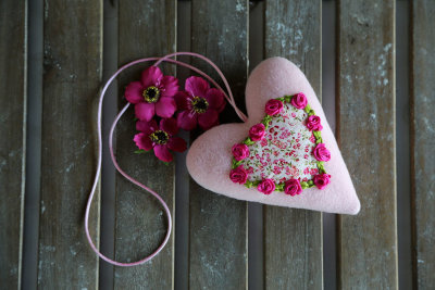 Fabric heart with roses