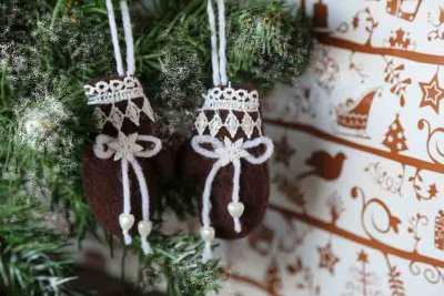 Small mittens Christmas tree decor
